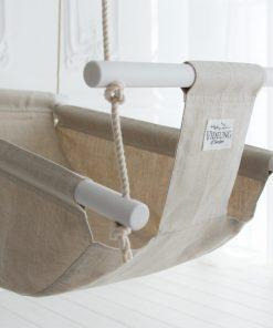 Die natürliche BabyschaukelIdun – eine elegante und klassische Babyschaukel aus Leinen und Baumwolle.