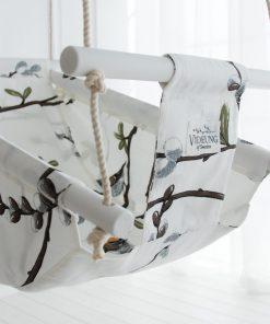 Die Videung Babyschaukelist eine charmante Stoffschaukel aus Holz für Babys und Kinder.